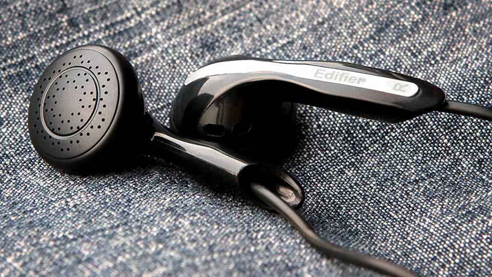 Edifier H180 earphones