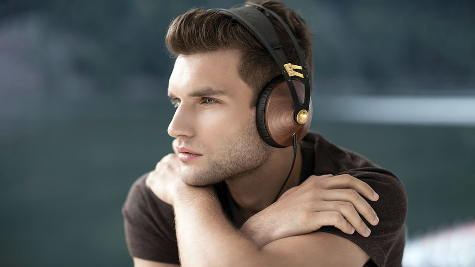 Meze 99 Classics Gold wired headphones
