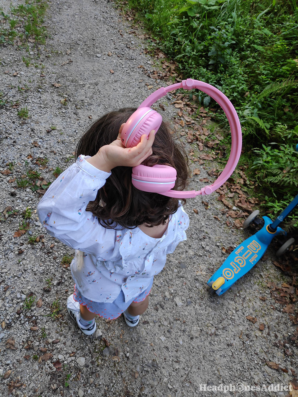 BuddyPhones Play pink Bluetooth headphones