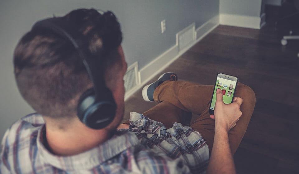 Man listening to wireless Bluetoth music