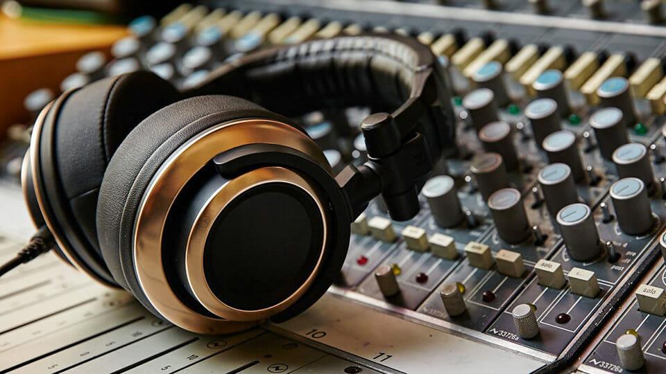 Status Audio CB-1 wired headphones