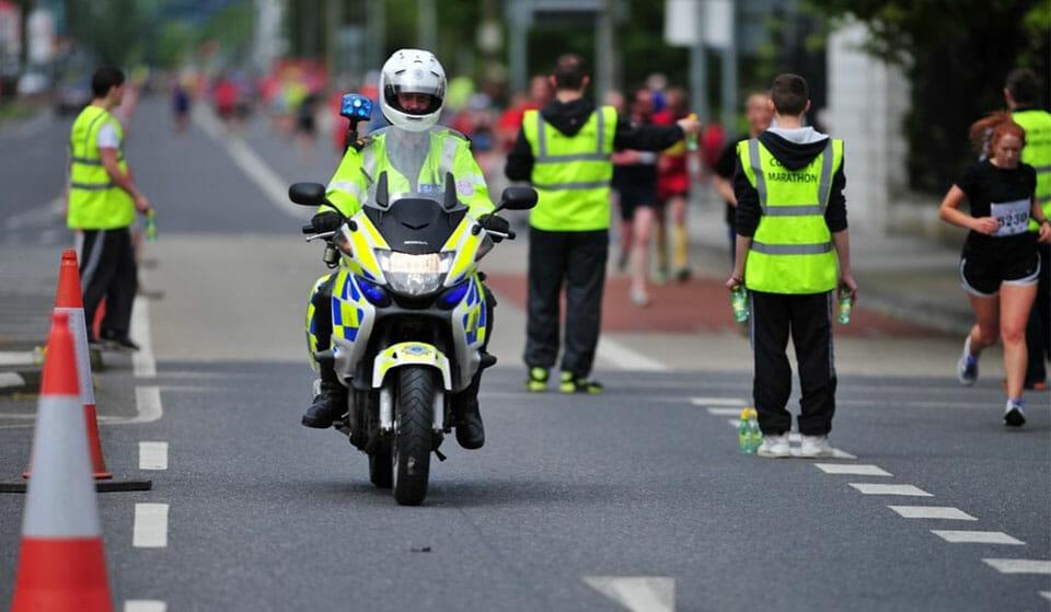 Motorcycle-supervising-a-marathon