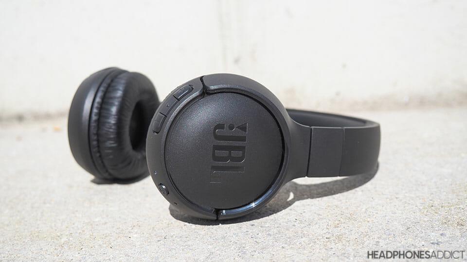 JBL Tune 500BT concrete background