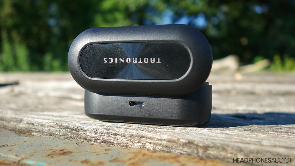 TaoTronics SoundLiberty 77 uses micro USB for charging