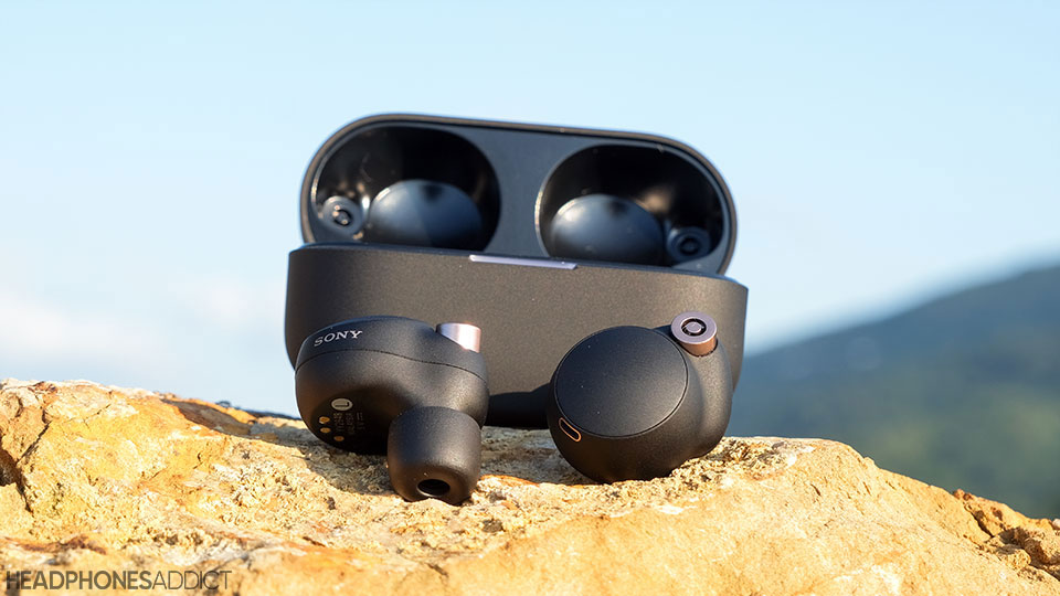 Sony WF-1000XM4 earbuds with case