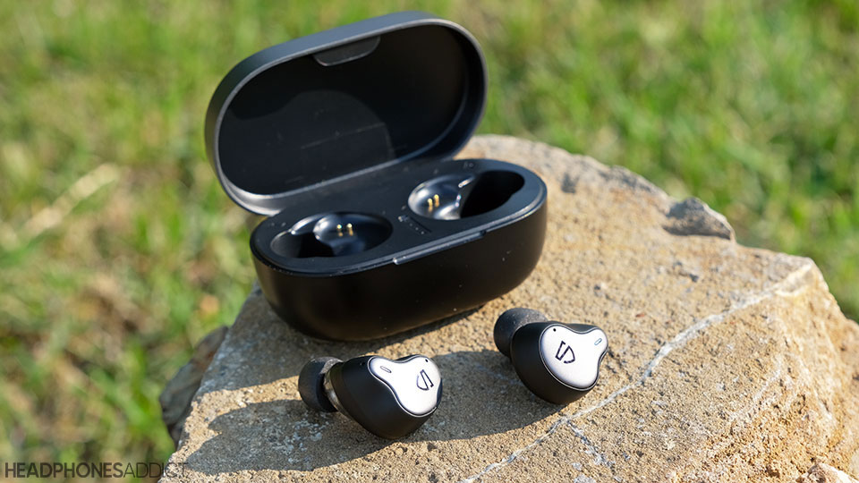 SoundPEATS H1 earbuds with case
